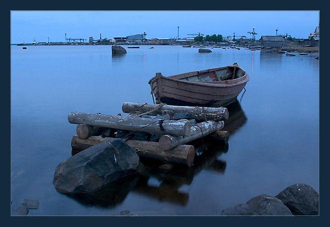 Причал для лодки. Республика Карелия, город Кемь. Белое море.