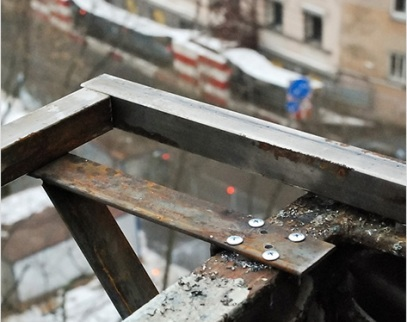 Как изготовить выносной подоконник для увеличения балкона?.