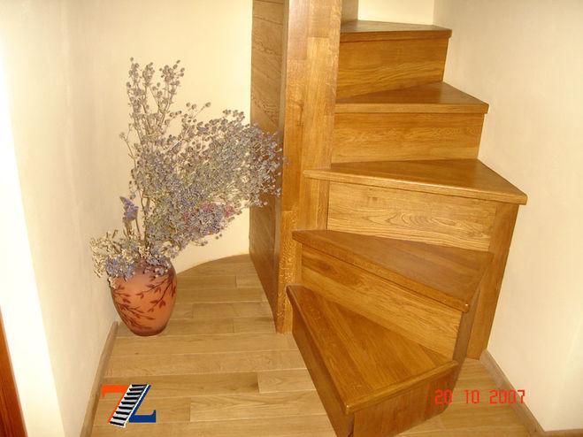 Винтовая лестница на второй этаж на даче