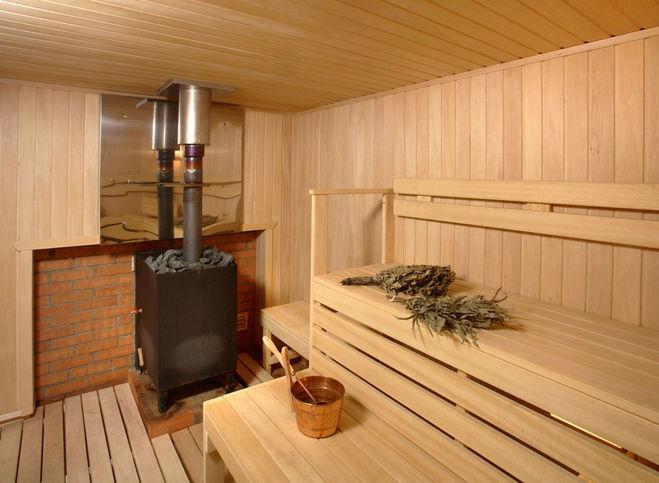 Стоит ли устанавливать электрическую сауну в бане на участке или лучше использовать дровяную?