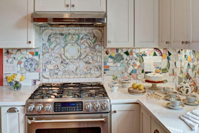 фартук на кухню из битой посуды
