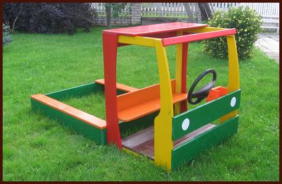 Деревянную машину для детской площадки