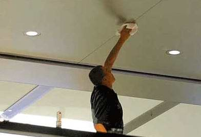 Чем мыть потолки из пластиковых панелей?