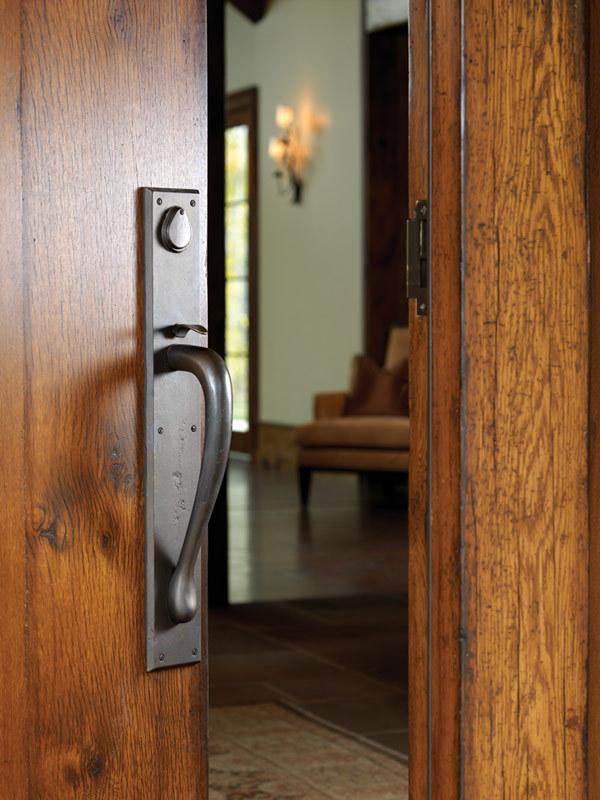 Что такое скоба двери?