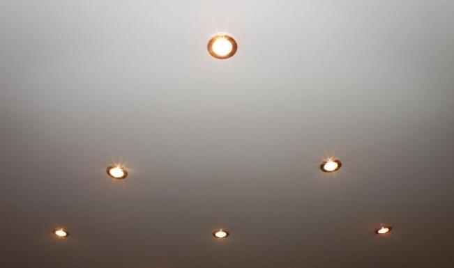 6 светильников.