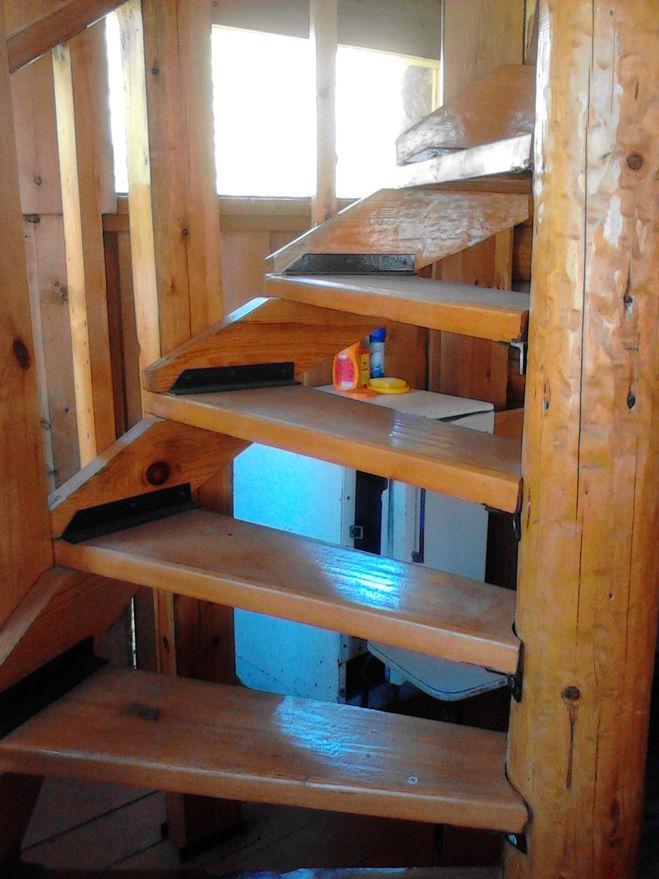 Как сделать лестницу из подручного материала 546