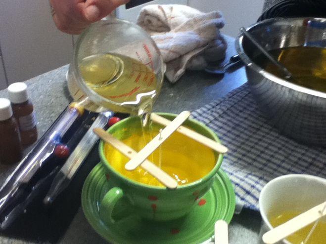 Как сделать свечу из воска, или из парафина? Какой нужен фитиль (материал)?