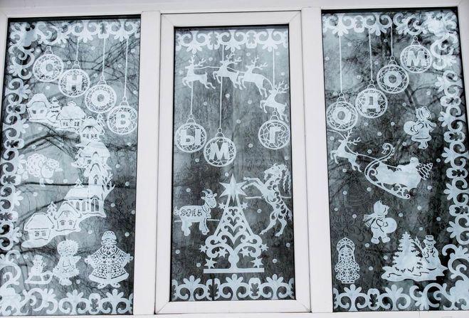 Как зубной пастой украсить окна на Новый год 2019?
