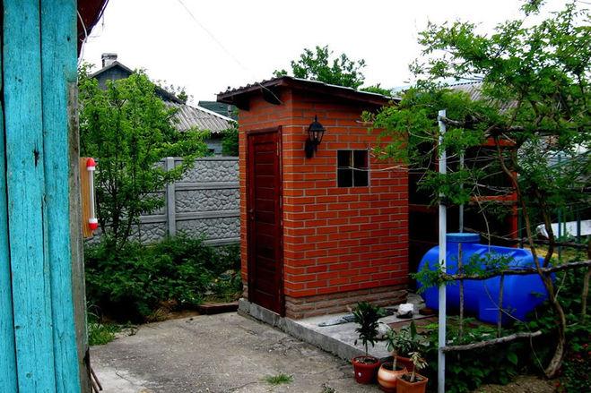 Построить кирпичный туалет на даче своими руками
