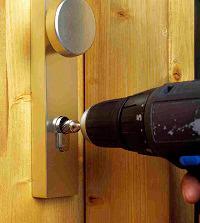 Застрял ключ в замке двери что делать