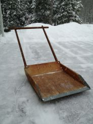 Лопата с черенком для уборки снега
