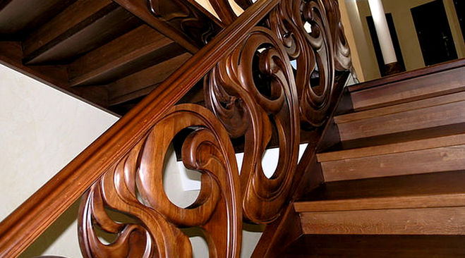 Какие в Санкт-Петербурге расценки на реставрацию деревянных лестниц?