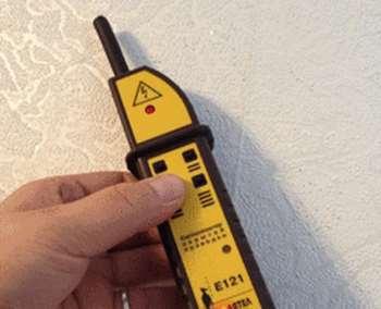 Как найти проводку в стене под штукатуркой? Как найти скрытую проводку?