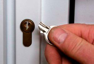 Ключ сломался в замке как достать