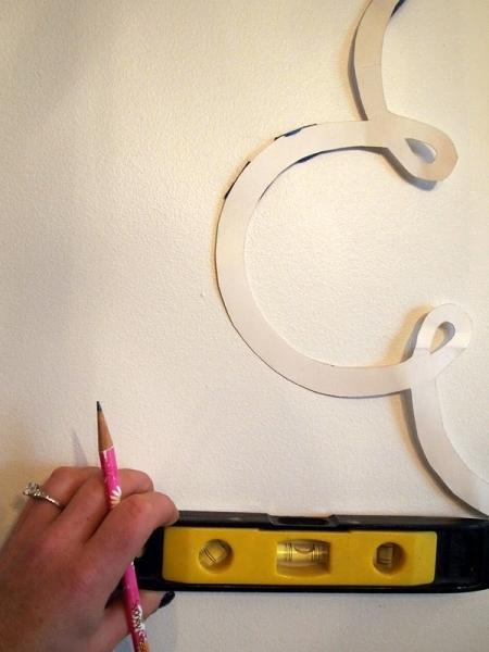 рисунки на стене с помощью трафарета