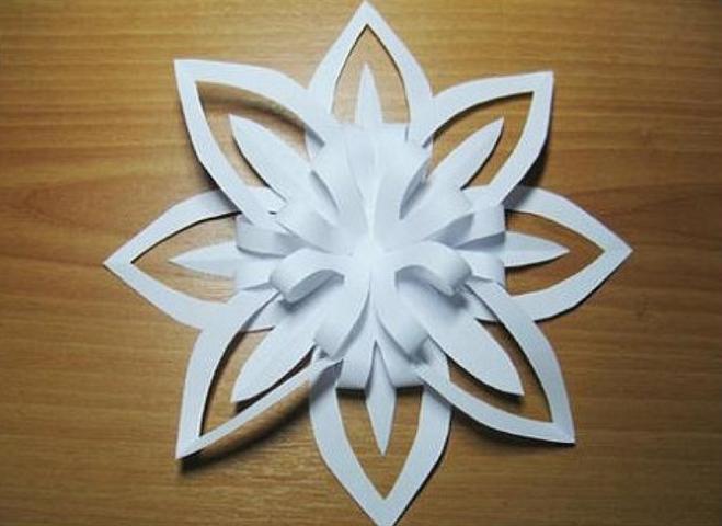 Объемная снежинка из бумаги своими руками фото